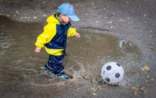 3 activities to keep a child active when it's raining