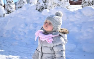 how to have fun in the snow with kids